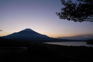 800pxmt__fuji_and_lake_yamanaka